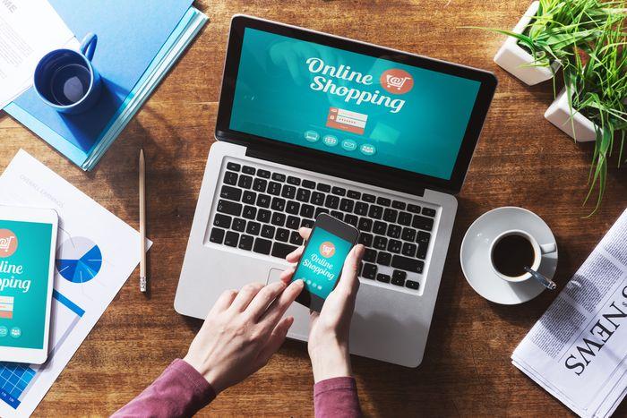 Россияне стали меньше тратить на покупки в интернет-магазинах
