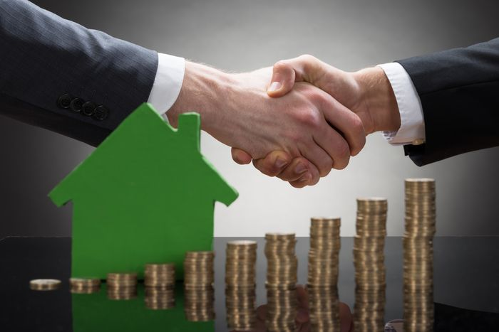 Можно ли продать купленную в ипотеку квартиру, если кредит погашен не полностью?