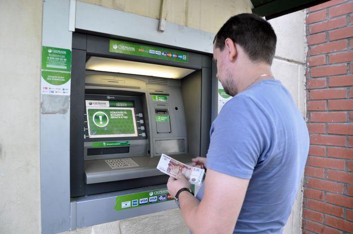 выдача банкоматом денег