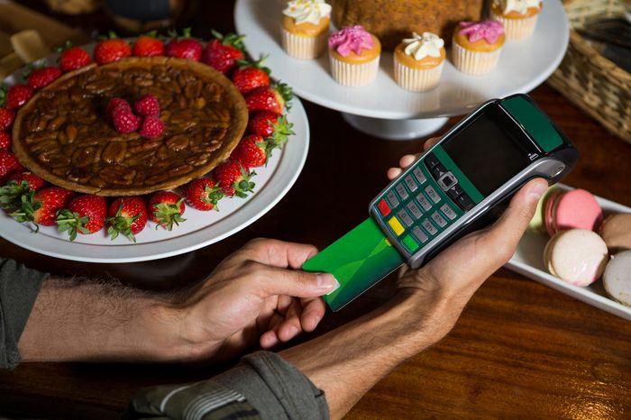 оплата картой в мобильном терминале