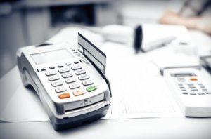 Мобильные терминалы для расчетов картами – удобство для покупателя, выгода для продавца