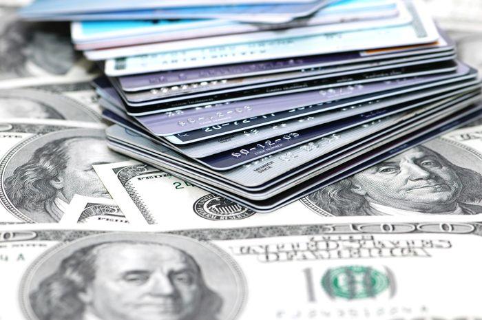 Что лучше оформить кредит наличными или кредитную карту
