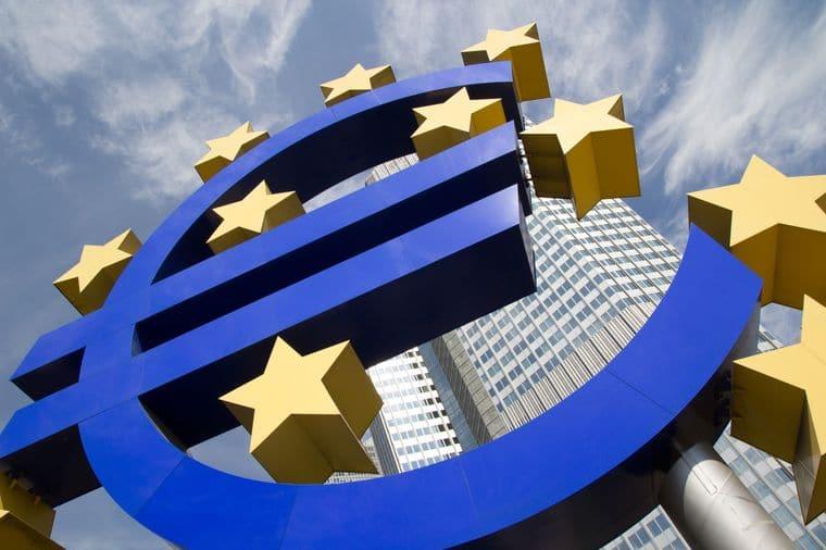 Впервые за 10 лет резерв евро в России снизился до 26%