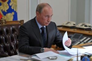 Президент России подписал новый закон о добровольных общественных организациях