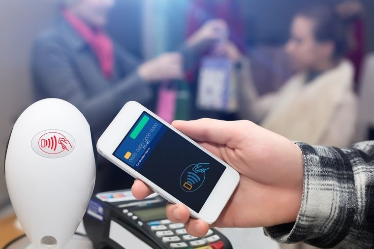 После отмены роуминга цены на телефонную связь для путешествующих абонентов снизятся в два-три раза