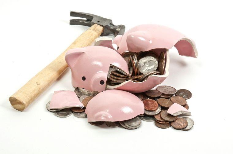 Списание денег с карты в счет оплаты кредита: имеет ли право банк на такие операции
