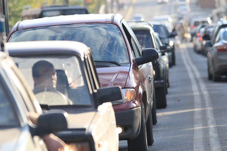 Госдума встала на защиту прав автомобилистов, у которых эвакуировали автомобили, припаркованных в зоне незаконно установленных знаков