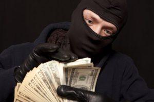 Мошенники обманули около 70 МФО