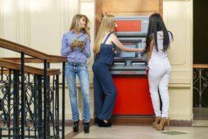 Как погасить кредит через банкоматы различных банков: Сбербанк и Альфа-Банк