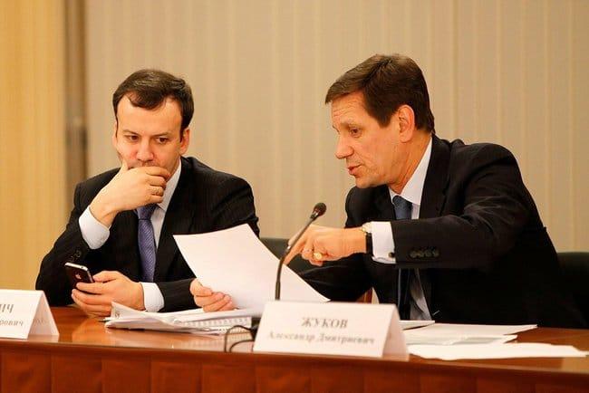 По словам Дворковича, обсуждение введения налога с продаж идёт только на уровне экспертов
