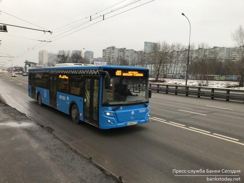 К концу марта в Москве появится 588 новых автобусов