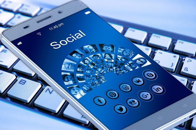 Facebook запустил HR-сервис на основе своей социальной сети