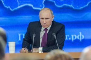 Владимир Путин поручил внести в законодательство статус самозанятых граждан