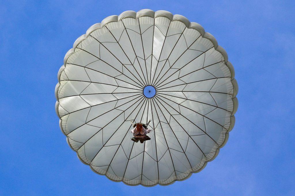 «Золотой парашют» не оставит руководителей и чиновников голодными — какие положены выплаты ТОП менеджерам при увольнении?