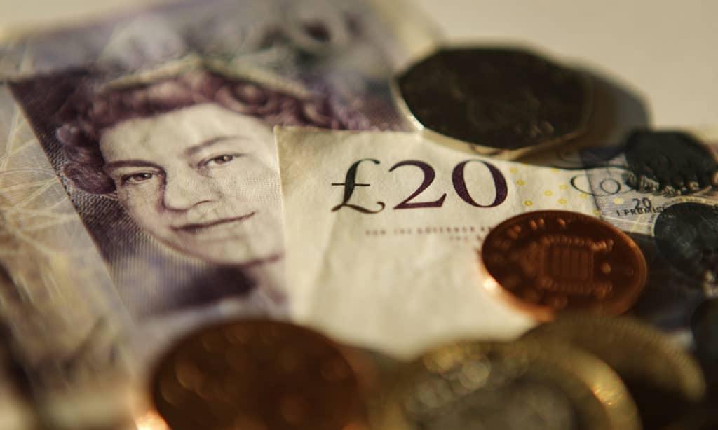 Рынок акций Великобритании ликвидировал прирост с начала XXI века