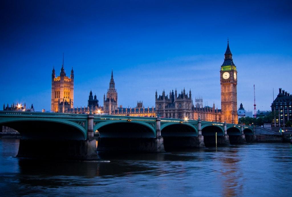 Эксперт о восстановлении дипмиссий в Лондоне и Москве