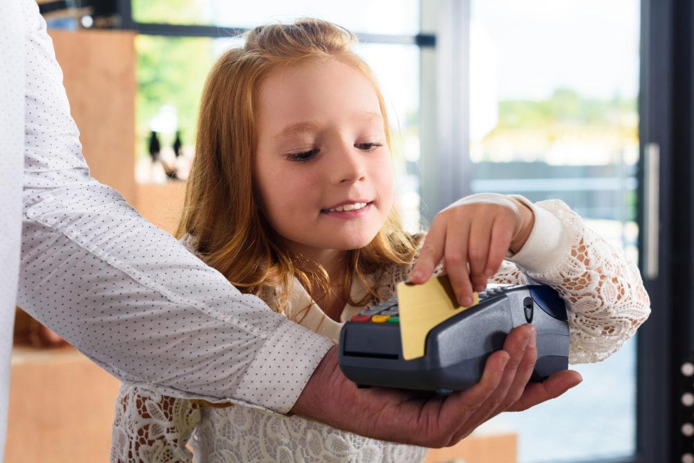 можно ли оформить банковскую карту на ребенка до 14 лет