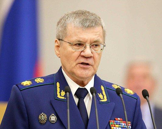 Юрий Чайка просит поднять зарплату прокурорам вдвое