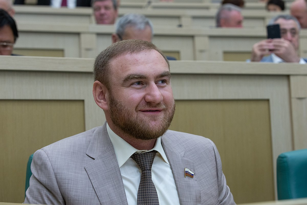 Арашуков, находясь в «Лефортово», полтора месяца получал зарплату сенатора
