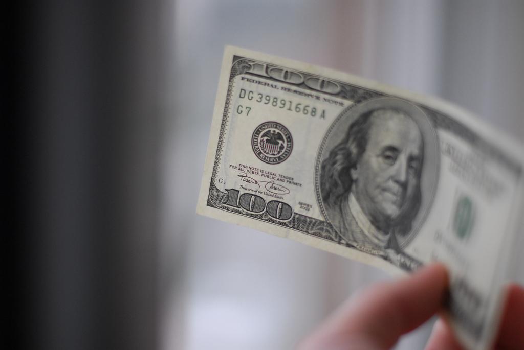 Эксперт о выделении США 661 млн долларов против российского влияния
