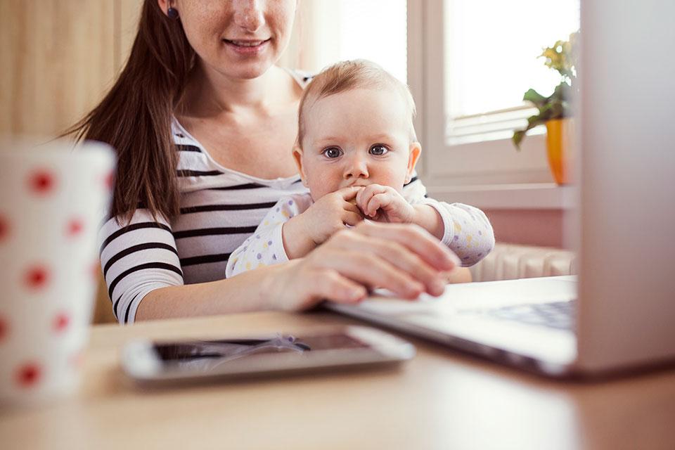 За 5 лет переобучение за счет бюджета пройдут 230 тысяч молодых матерей
