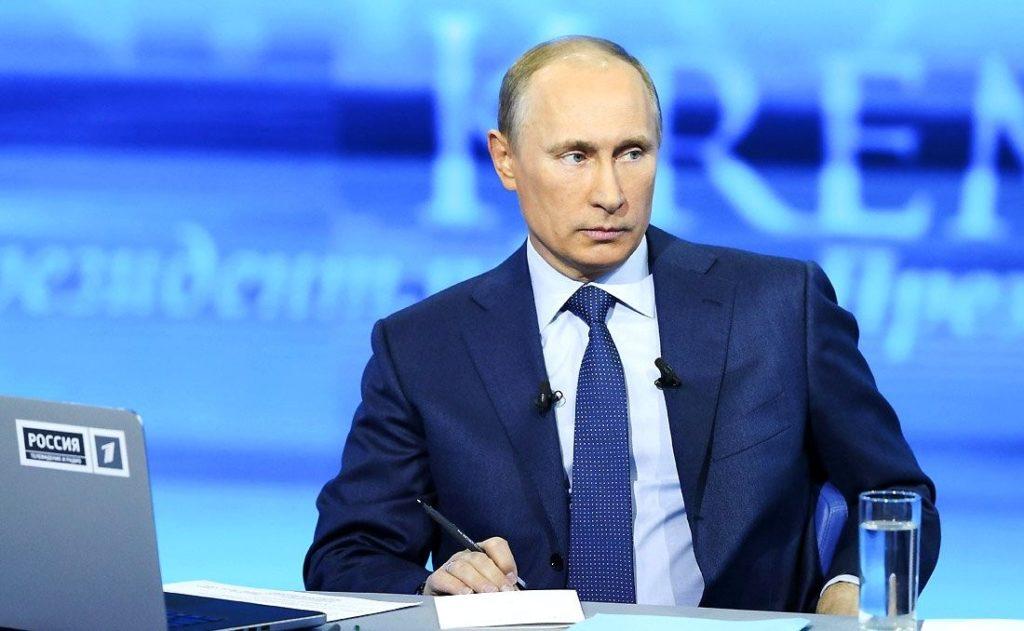 Песков считает, что «Майские указы» по зарплатам выполняются. Россияне на прямой линии сообщают обратное