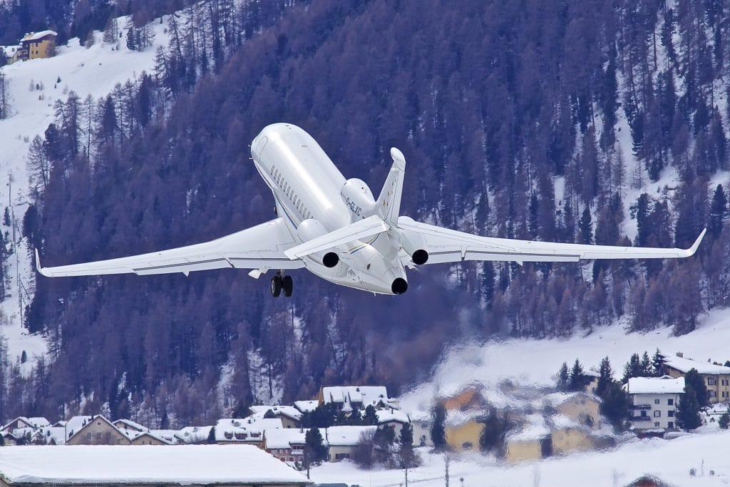 Минздрав просит купить для санавиации французский самолет вместо Sukhoi Superjet 100