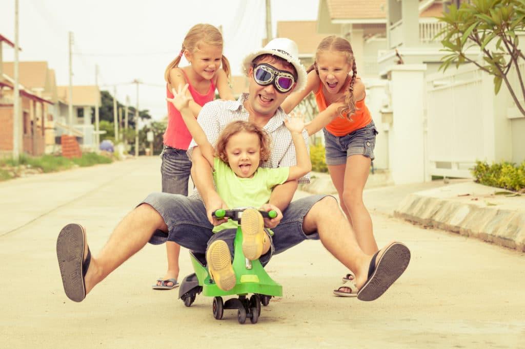 Как оформить декретный отпуск на мужа в 2020 году: может ли отец получать пособие по уходу за ребенком до 1,5 лет