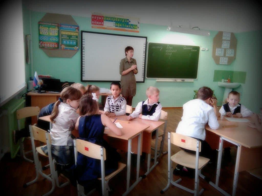 Учитель в России может заработать больше 20 тысяч рублей в месяц только работая на 3 ставки