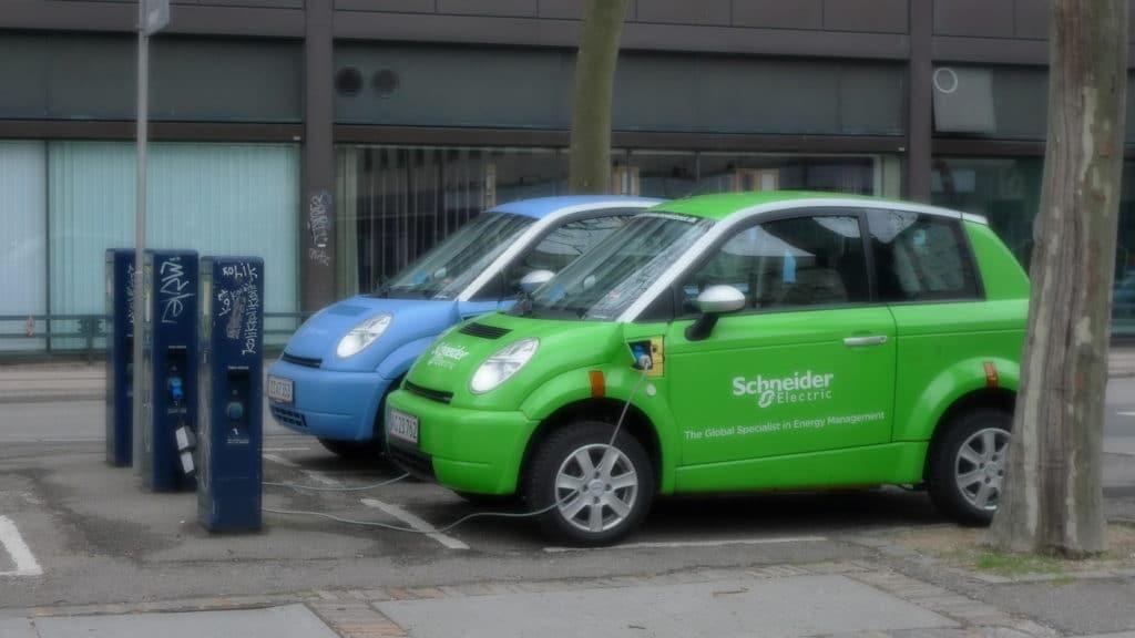 Бензиновые авто будут выгоднее электромобилей при нефти не дороже 10 долларов
