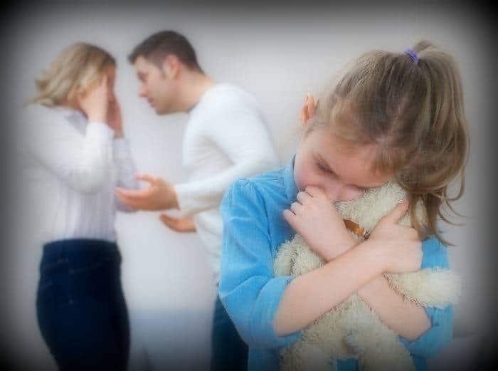 Падение реальных доходов в России неожиданно привело к снижению числа разводов