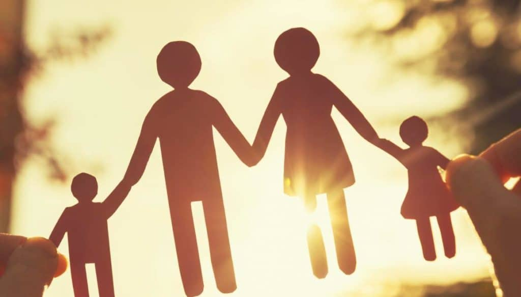 Пособие по уходу за ребенком будут выплачивать по новым правилам