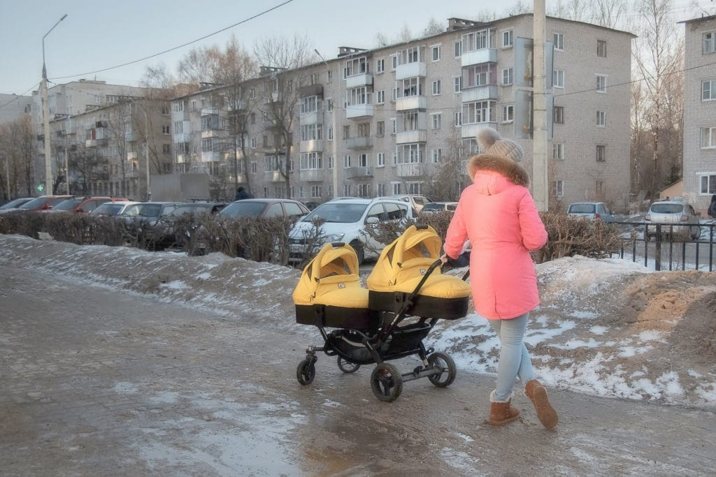 Стало известно, кого новый закон лишит пособий по уходу за ребенком