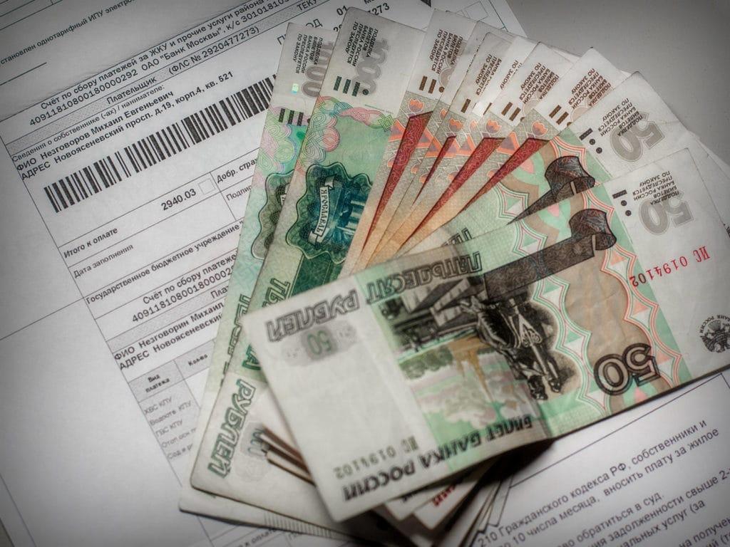 Банковская комиссия за оплату ЖКХ будет отменена, но только через год
