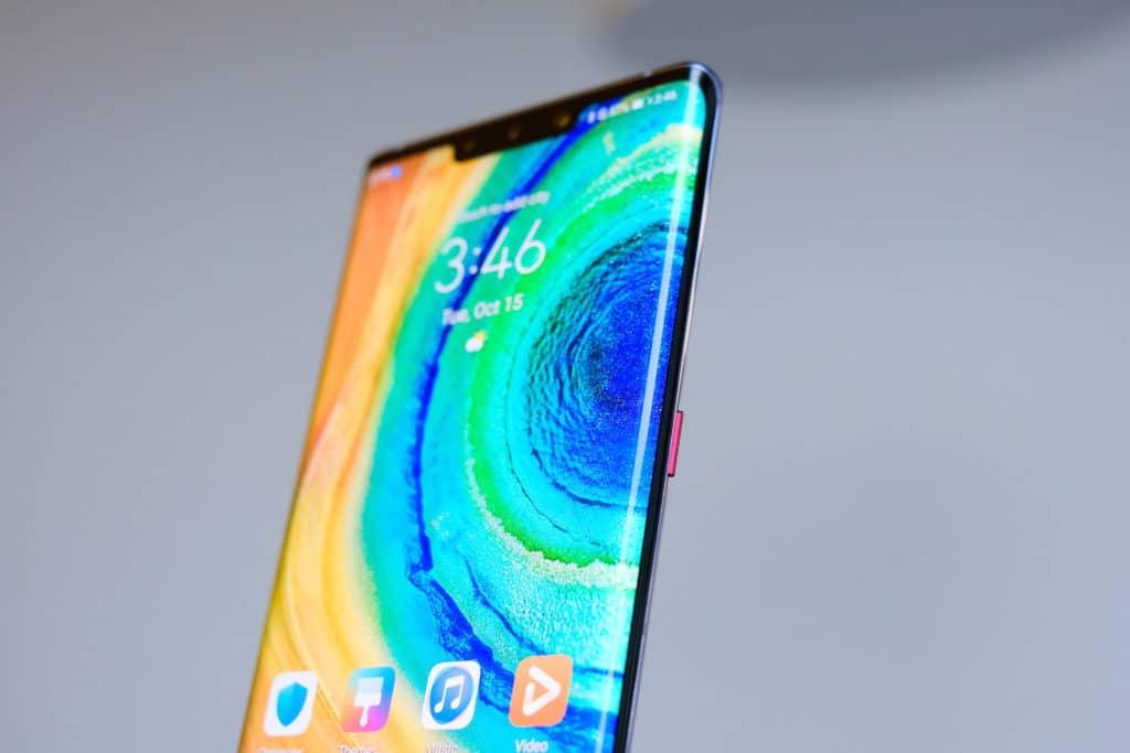 Huawei начнет продажи флагмана Mate 30 Pro в России: без сервисов Google, но с огромной скидкой