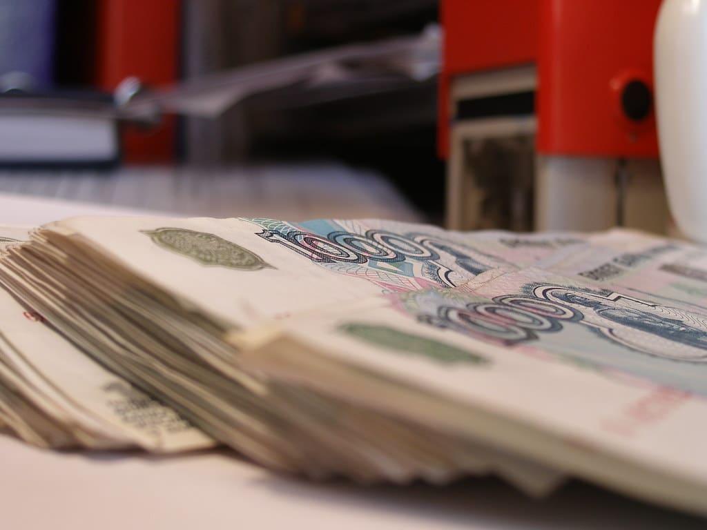 Банки берут комиссию в 10-30% за переводы. Даже ФАС будет сложно защитить интересы клиентов