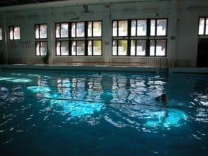 Медицинские справки для посещения бассейна отменены, но не для всех