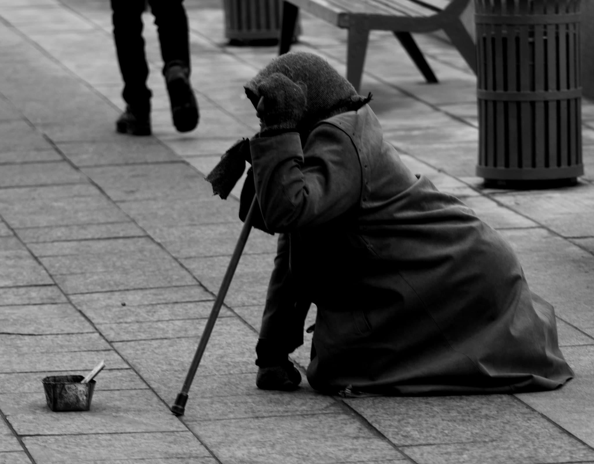 Мнение: бедность среди населения растет из-за закредитованности и высоких тарифов ЖКХ
