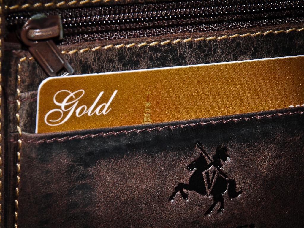 Лучшие кредитные карты с золотым статусом и привилегиями