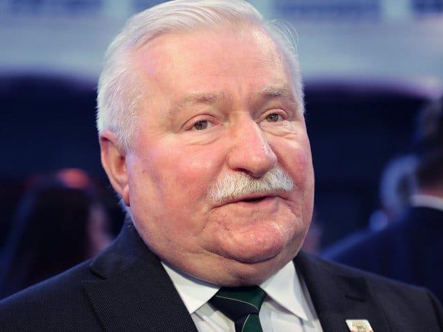 Лех Валенса увидел, как на польских властях горит шапка