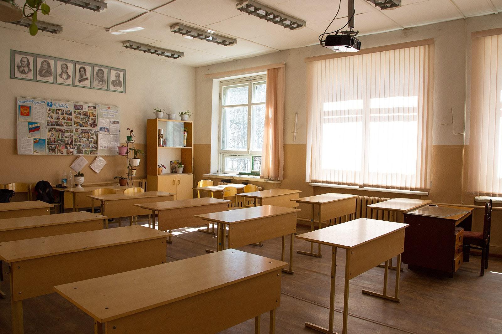 С этого года учителям повысят зарплаты, но они будут сдавать экзамены и позже выходить на пенсию