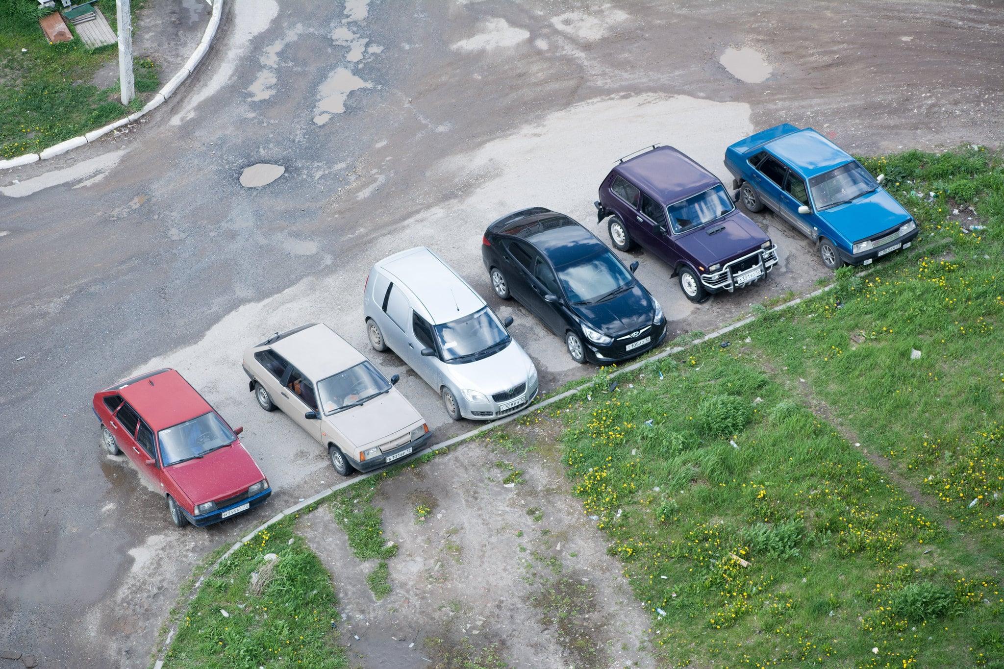 Из-за сбоев в работе Росреестра жители Москвы вынуждены тратиться на парковку возле дома