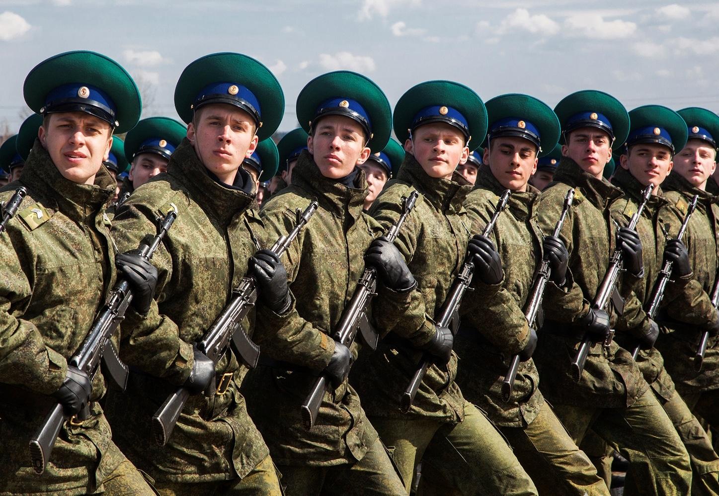 Солдатам-срочникам в России повысят оклады и разрешат не платить по кредитам