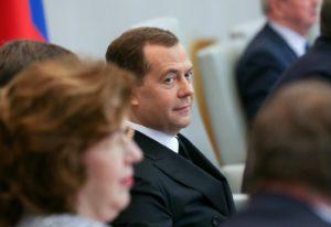 Безусловный доход от Дмитрия Медведева: почему его даже в теории воплотить невозможно?