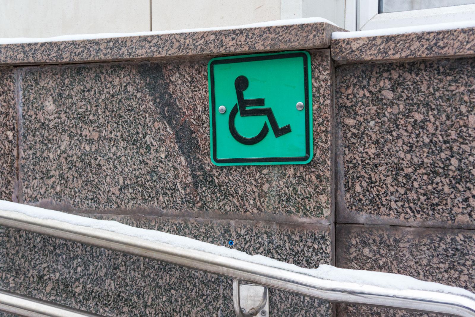 Что полагается инвалидам III группы в 2021 году: льготы и суммы выплат