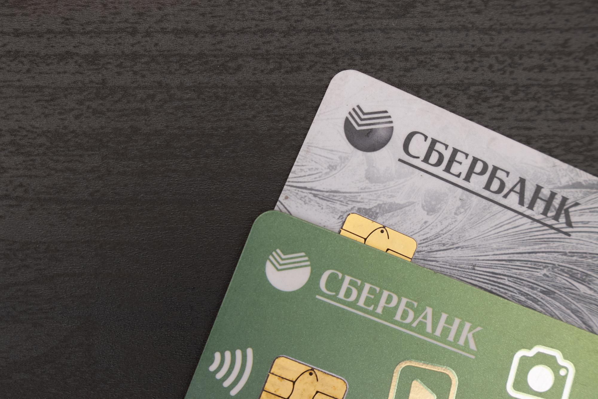 Карты Сбербанка: что предлагает банк в 2021 году? Сколько потребуется заплатить и что в итоге получает клиент?